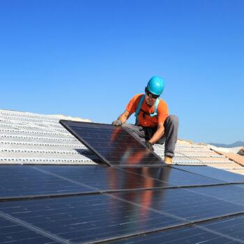 Come assicurare la sicurezza sul tetto con i dispositivi anticaduta